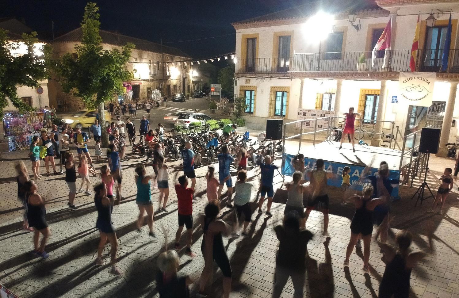 Evento Solidario Gimnasia Por la noche Zumba