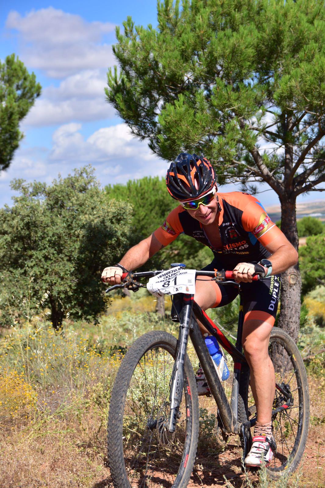 Carrera MTB ciclista pinos y montaña